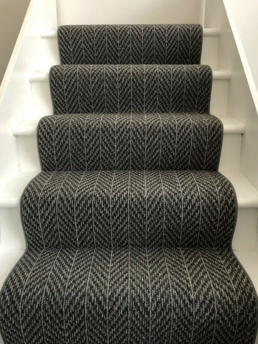Best Details About Sample Dark Grey Chevron Carpet Stair 400 x 300