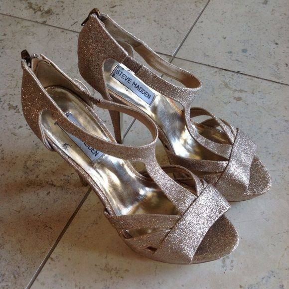 Steve Madden Gold Sparkle Heel Great condition, only worn once. Gold/Chapagne glitter Steve Madden Shoes
