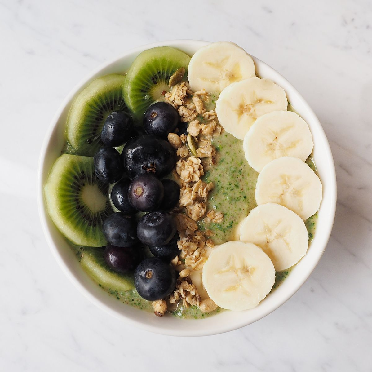 Healthy smoothie bowl recipes packed with nutritious ingredients | Fabletics Blog