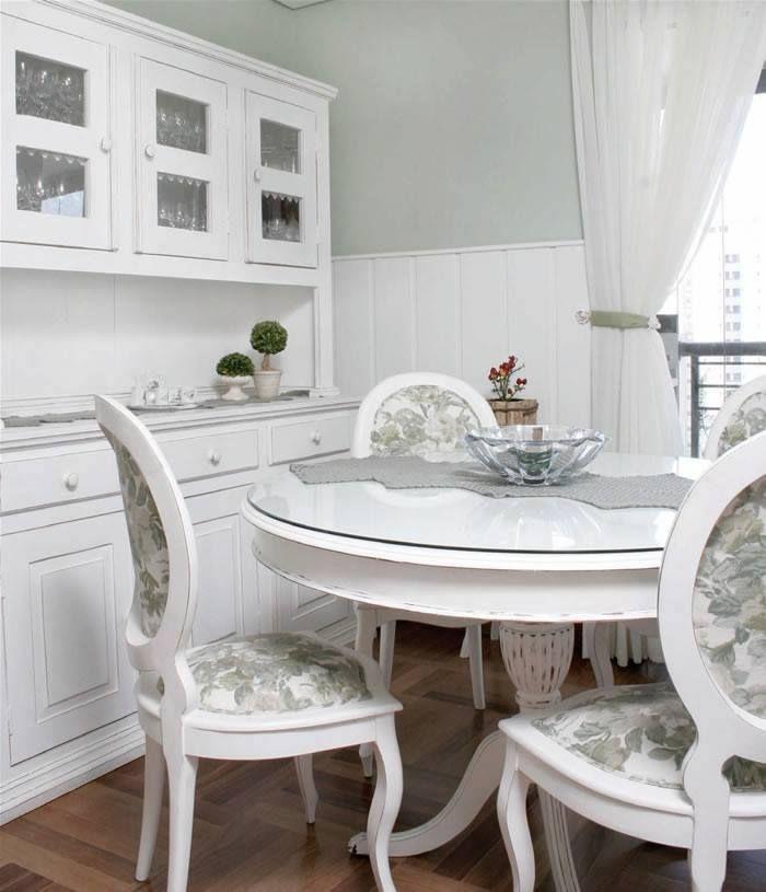 Rincones Detalles Guiños Decorativos Con Toques Romanticos Mesa De Comedor Blanca Decoración De Comedor Sillas De Comedor Tapizadas