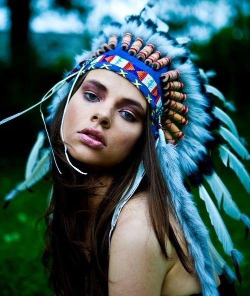 Aamukahvilla | intiaanipäähineitä