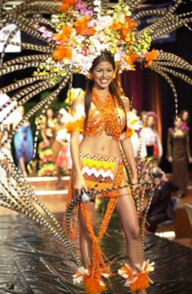 Traje inspirado en la Etnias indigenas en Homenaje a Maria Lionza , Ligia Petit Miss Suramerica