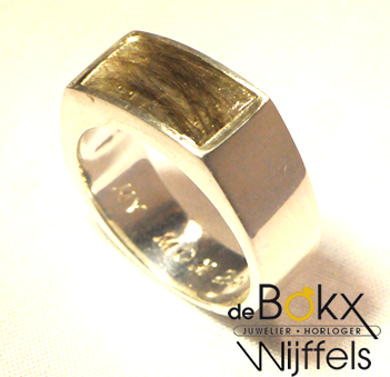 Herinnering sieraad |  zilveren ring met haar |  Op maat gemaakt voor een klant.  #herinneringssieraad #sieraad #ring  #juwelierdebokxwijffels