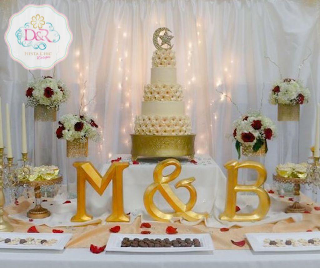 Wedding Cake Table Red White Gold Wedding Cake Table Wedding Cakes With Cupcakes Wedding Cakes