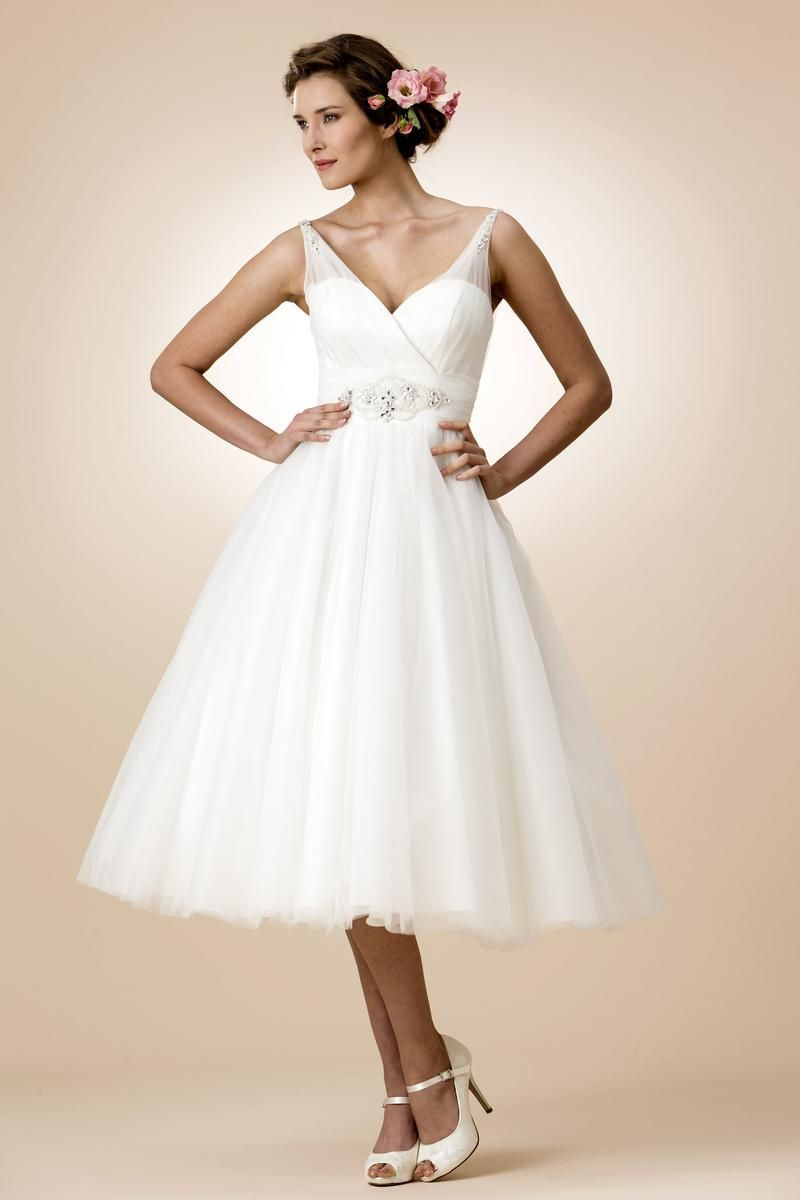 Contemporary Wedding Dresses and Vintage Inspired Bridal Gowns ...
