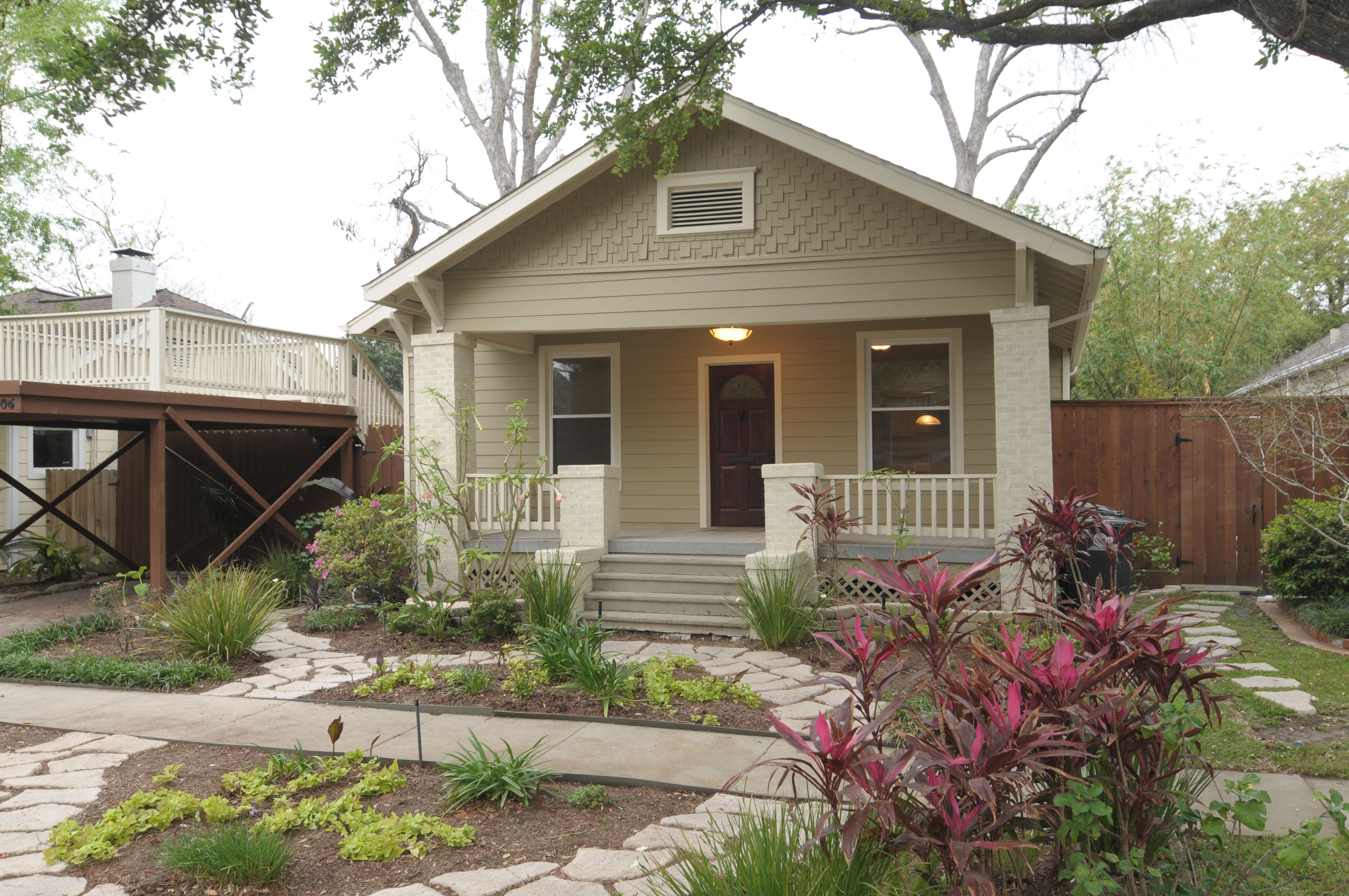 This little cottage is a perfect starter home!