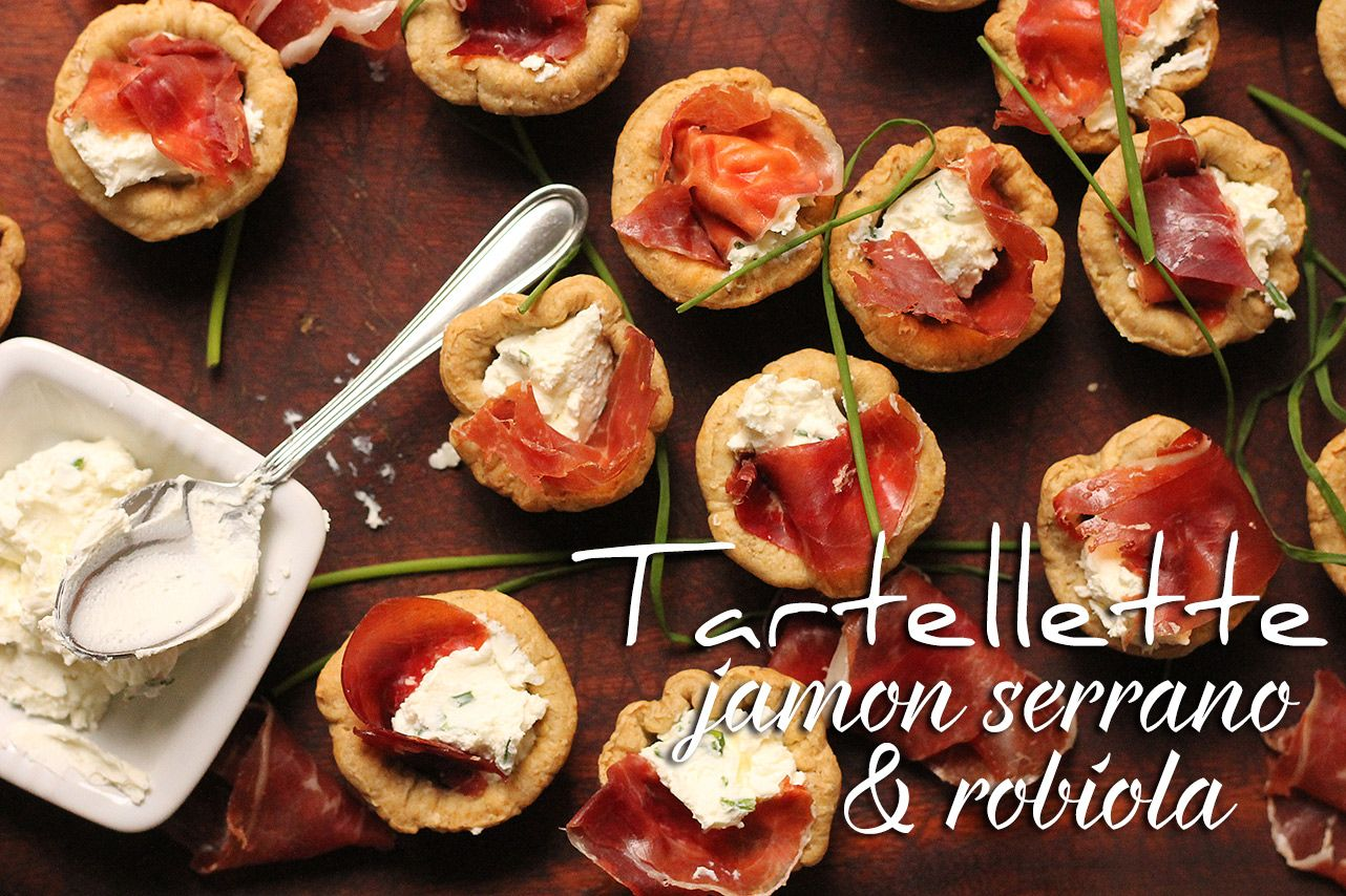 Tartellette con jamon serrano e robiola. // Robiola and jamon serrano tarts.  http://bricioleincucina.com/