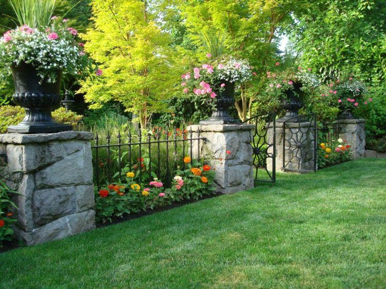 Blumenbeet Gestalten zaun vorgarten gestalten stein saeulen metall schmiedeeisen