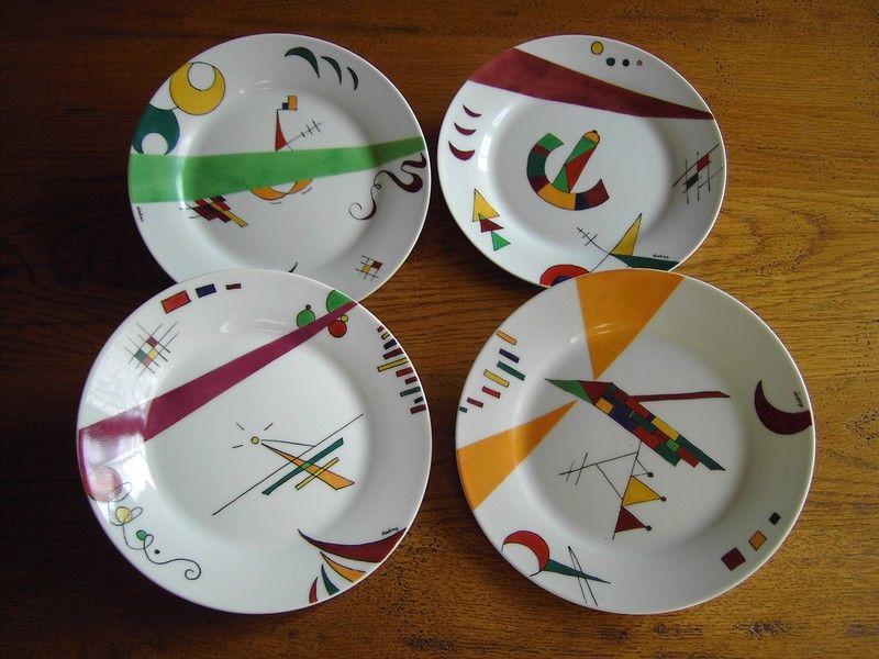 Superbe Vaisselle Porcelaine Moderne #4: Une Petite Série Du0027assiette Aux Motifs Modernes Qui Servent Comme Petites  Assiettes De Dessert... Chacune Différente Mais Toutes Dans Le .