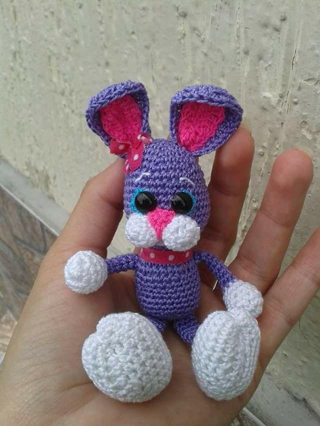 Conejito amigurumi miniatura