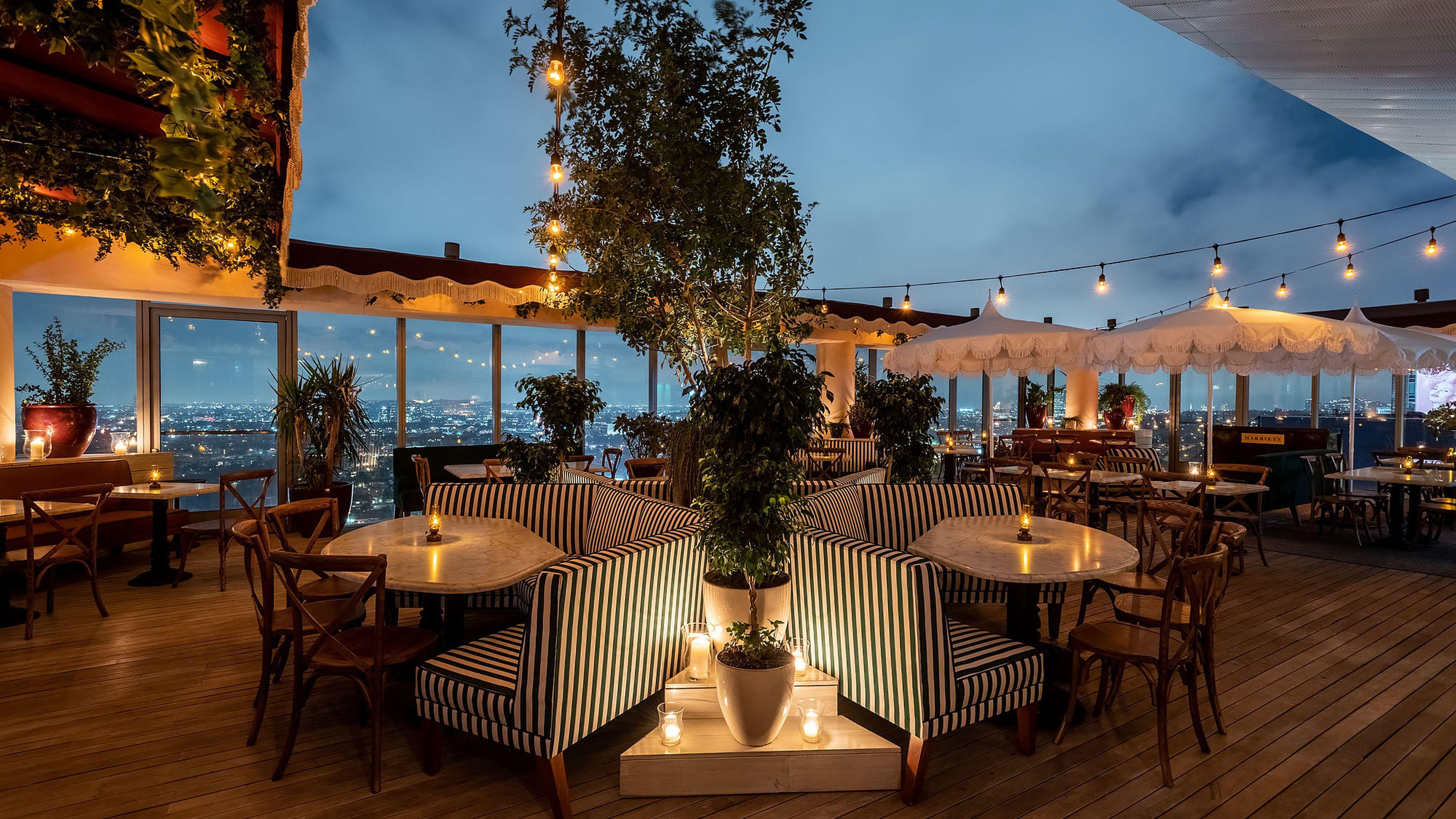 Harriet S Soaks Up Big La Views From Lofty Sunset Strip Rooftop Rooftop Restaurant Design Rooftop Bar Design Best Rooftop Bars