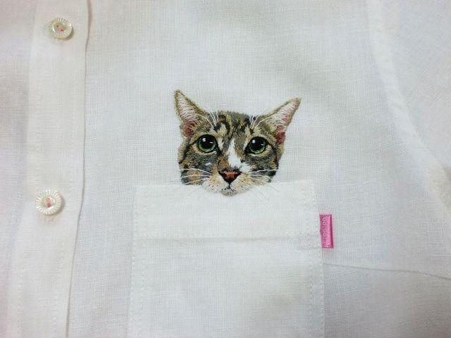 猫をポケットに刺繍したシャツがかわいい♪