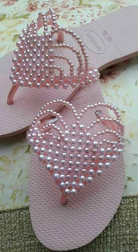 381c35f53 Artesanato com Chinelos | customização | pérolas | rosa | Roupas ...