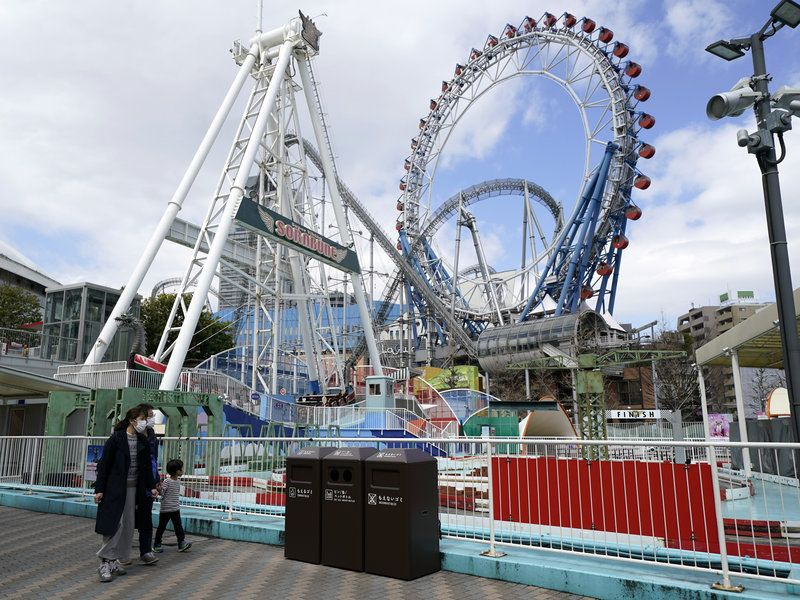 Please Scream Inside Your Heart Japanese Amusement Park Tells Thrill Seekers In 2020 Amusement Park Thrill Seeker Roller Coaster