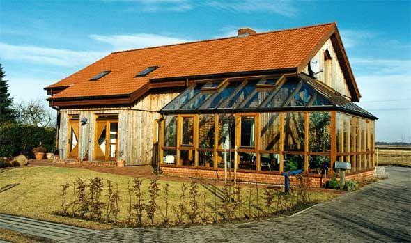 Holzhaus Mit Ziegeldach Und Wintergarten Traumhauser Pinterest
