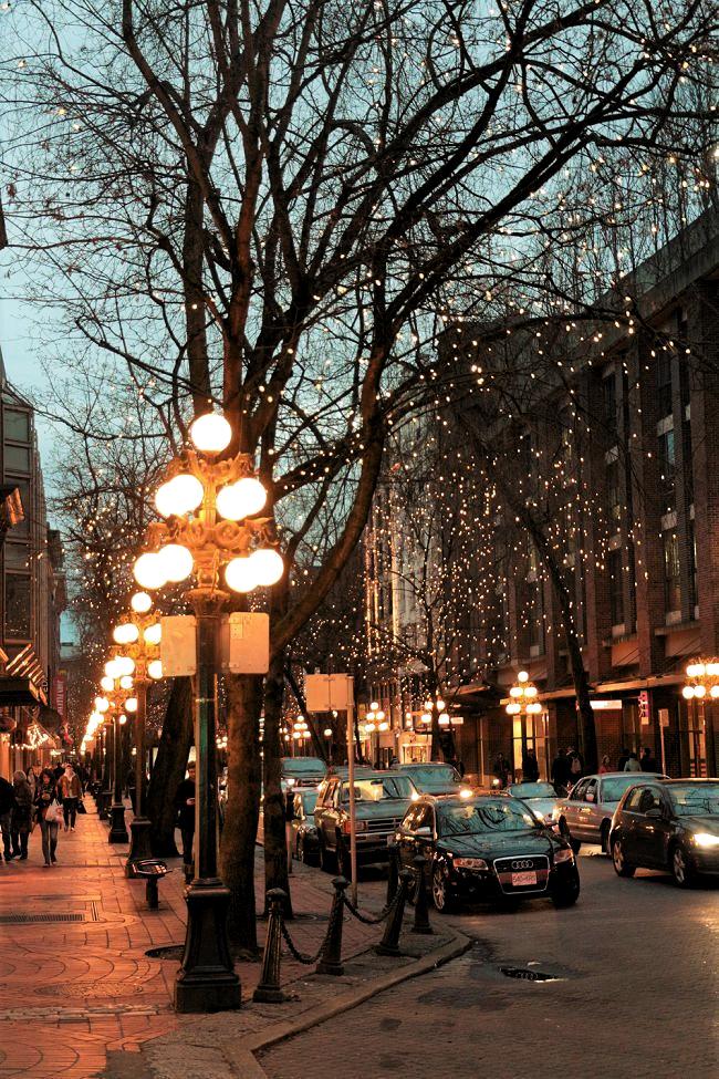 Visit Vancouver with the travel guide on mydesignagenda.com. Canada Travel | Canada Destinations | Canada Honeymoon | Backpack Canada | Canada Backpacking | Canada Vacation Photography North America #travel #honeymoon #vacation #backpacking #budgettravel #bucketlist #wanderlust #Canada #NorthAmerica #visitCanada #discoverCanada