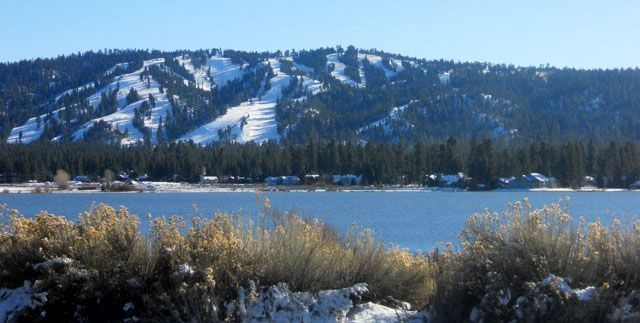 there are two ski resorts in big bear mountain only located a few
