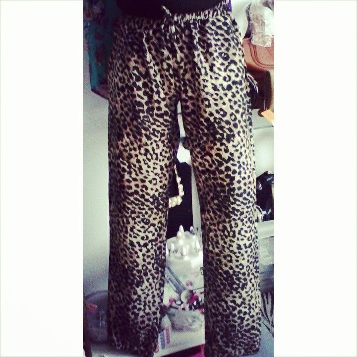 Pantalon animal print.