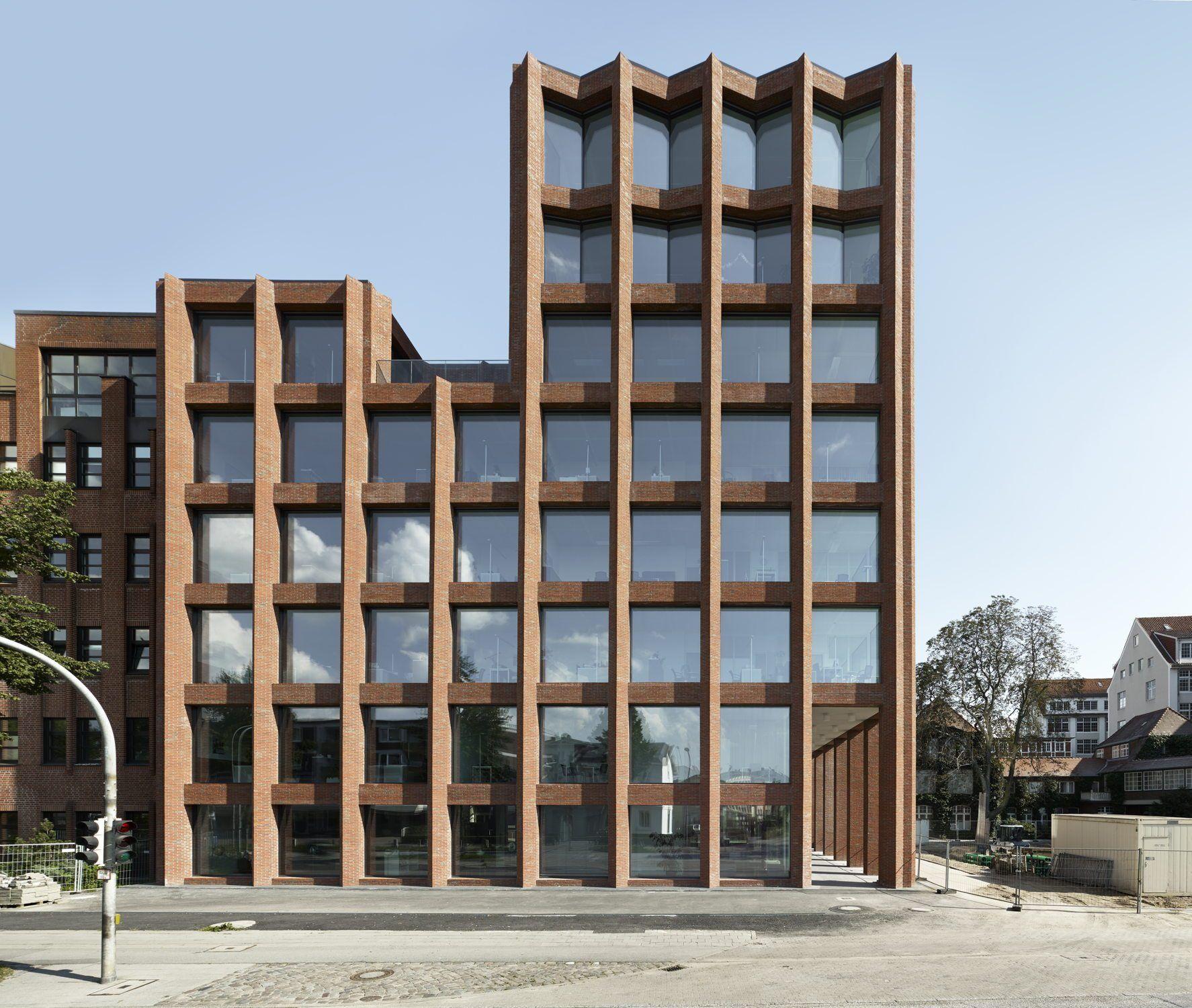 Lübecker Backsteingitter Bürogebäude von Max Dudler