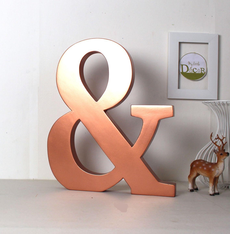 Esperluette en bois géante couleur cuivre  poser lettre cuivrée