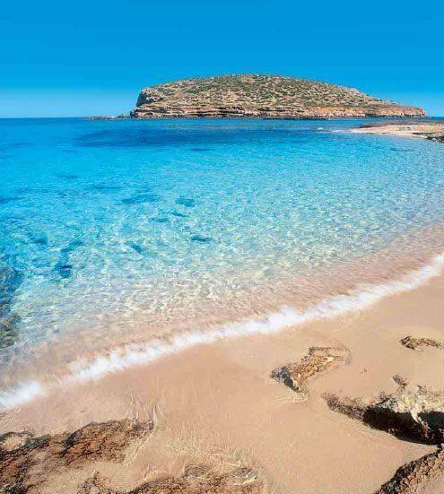 Playa paradisíaca en el corazón del Mediterráneo. By Ibiza Stones  http://ibiza-stones.com/