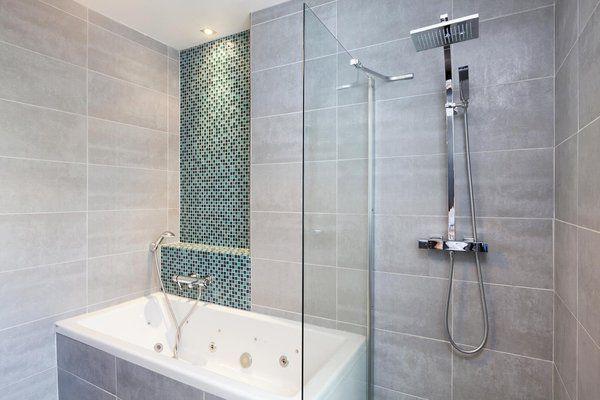 Séparation entre douche et baignoire Salle de bain Pinterest