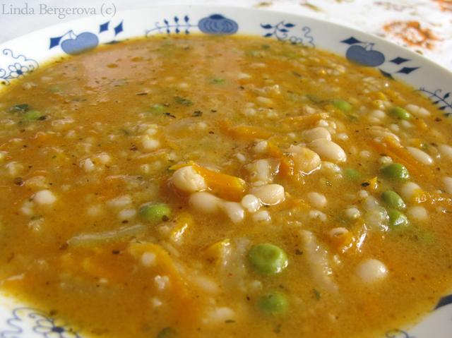Vegánska fazuľová polievka s krúpami - http://www.mytaste.sk/r/veg%C3%A1nska-fazu%C4%BEov%C3%A1-polievka-s-kr%C3%BApami-37781369.html