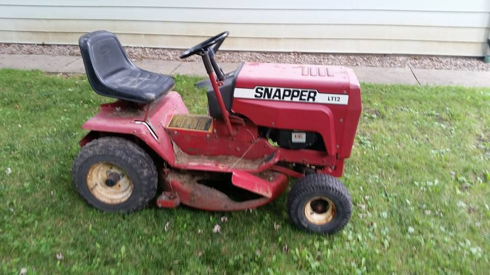 """Snapper LT12 Lawn Tractor with a 42"""" Mower Deck 