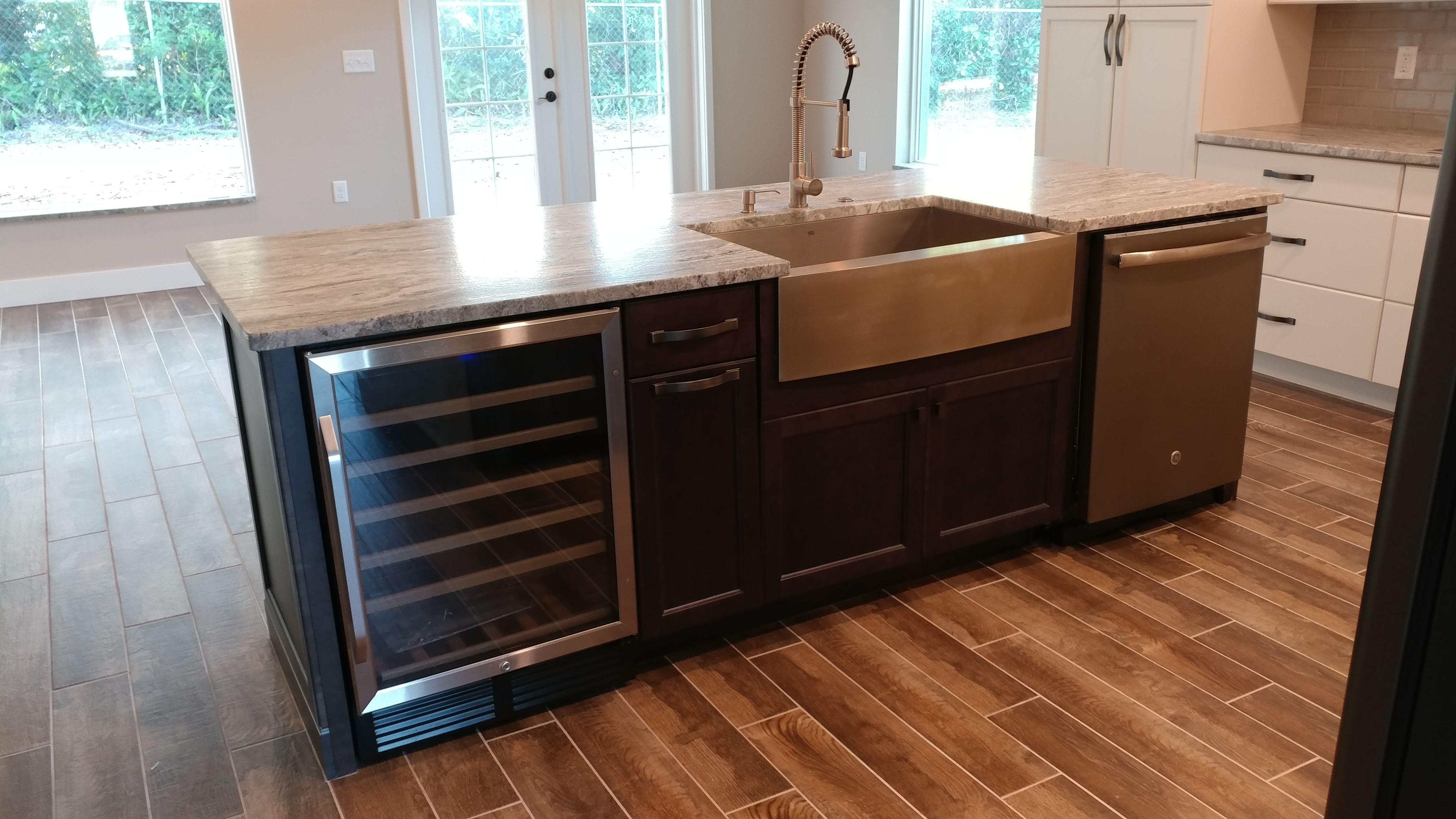 Fabulous Farm Sink With Pull Out Trash Dishwasher And A Wine Cooler My Kitchen Island With Sink Kitchen Island With Sink And Dishwasher Kitchen Island Decor