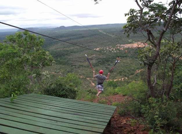 Conheça os principais lugares do Brasil para a pratica de tirolesa
