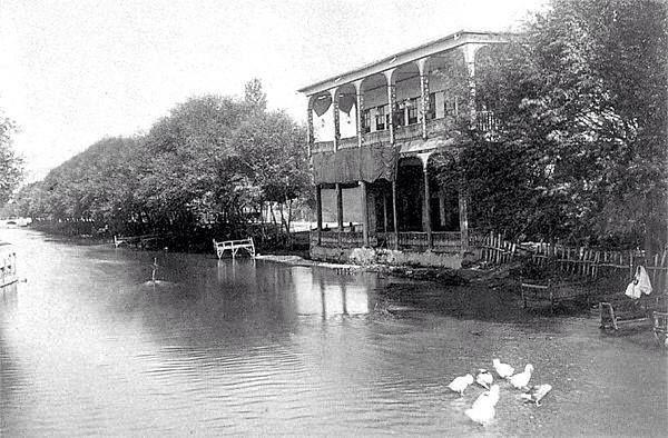 منزل على ضفة نهر بردى عام ١٨٧٠ Damascus Syria Syria Old Photos