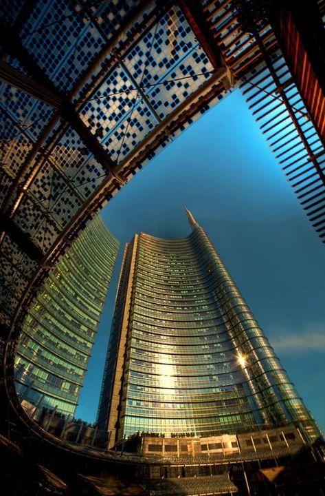 Lombardia proiettata in avanti! Buona serata da Piazza Gae Aulenti Milano! #lombardiadavedere Foto di Franco