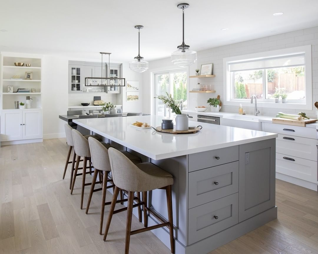 Merit Kitchens On Instagram Jillian Harris And Her Team Utilized Our Vogue Flat Doorstyle On This Episode Of Love It Or In 2020 Kitchen Modern Door Kitchen Gallery