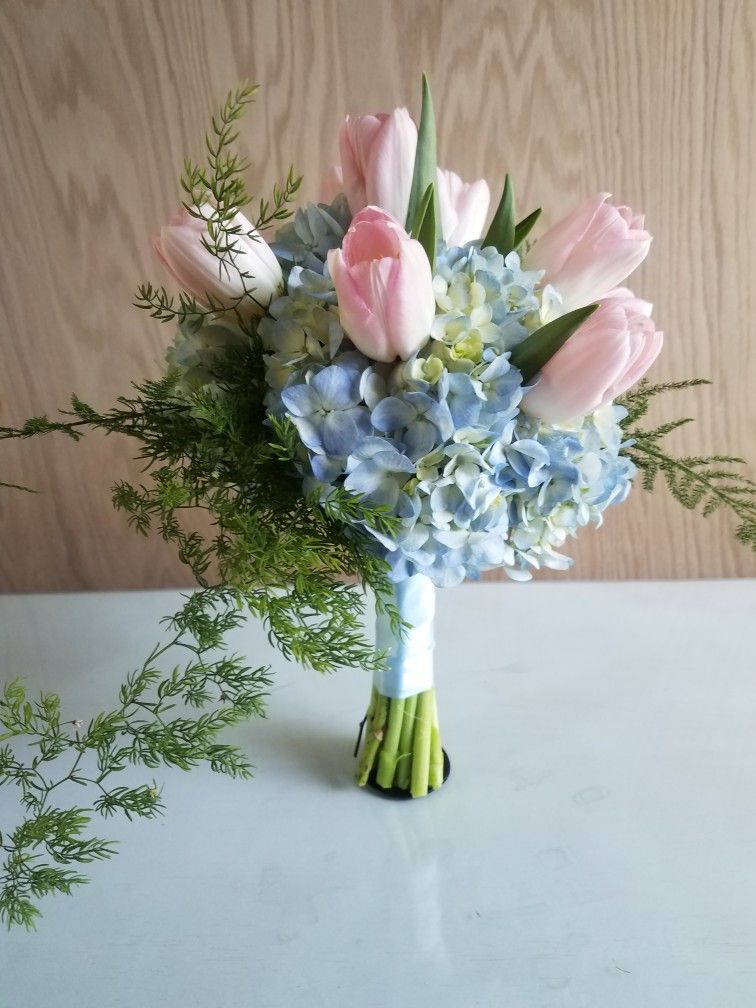 Pink Tulips And Blue Hydrangea Beautiful Bridesmaid Bouquet Pink Tulips Centerpieces Blue Hydrangea Centerpieces Tulip Bouquet Wedding