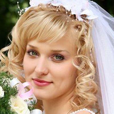 Medium Length Wedding Hairstyles With Tiara And Veils Jpg 400 400 Medium Hair Styles Medium Length Hair Styles Elegant Wedding Hair