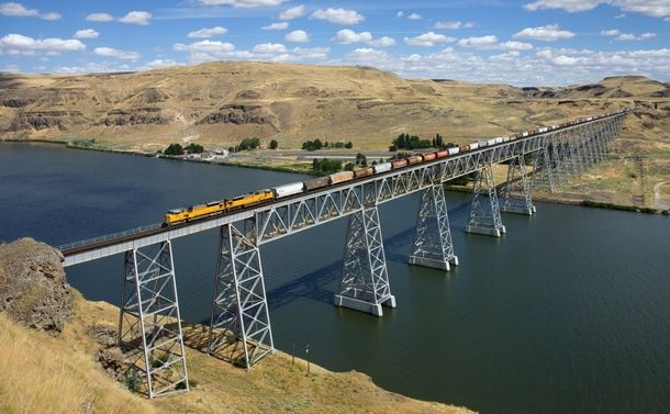 Train crossing Joso Bridge near Starbuck Washington