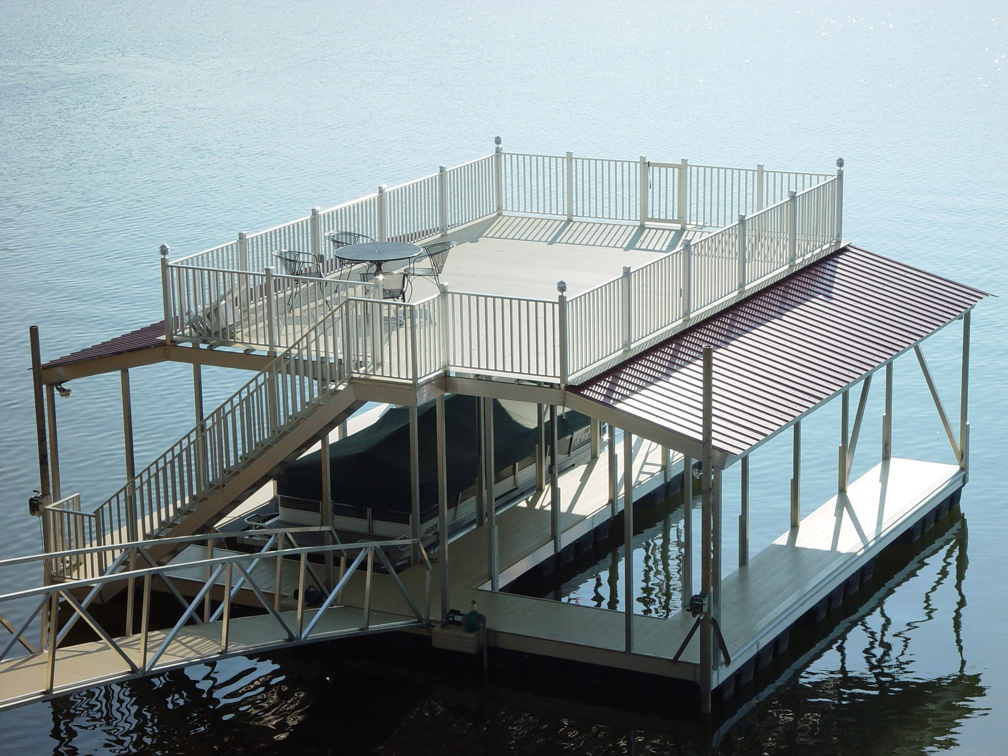 Wahoo floating aluminum double-slip boat dock with sun deck