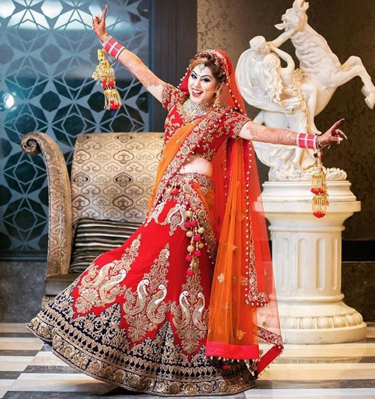 15 Rocking Solo Poses For A Bride With Swag Indian Wedding Photography Poses Indian Bridal Photos Indian Bride Poses