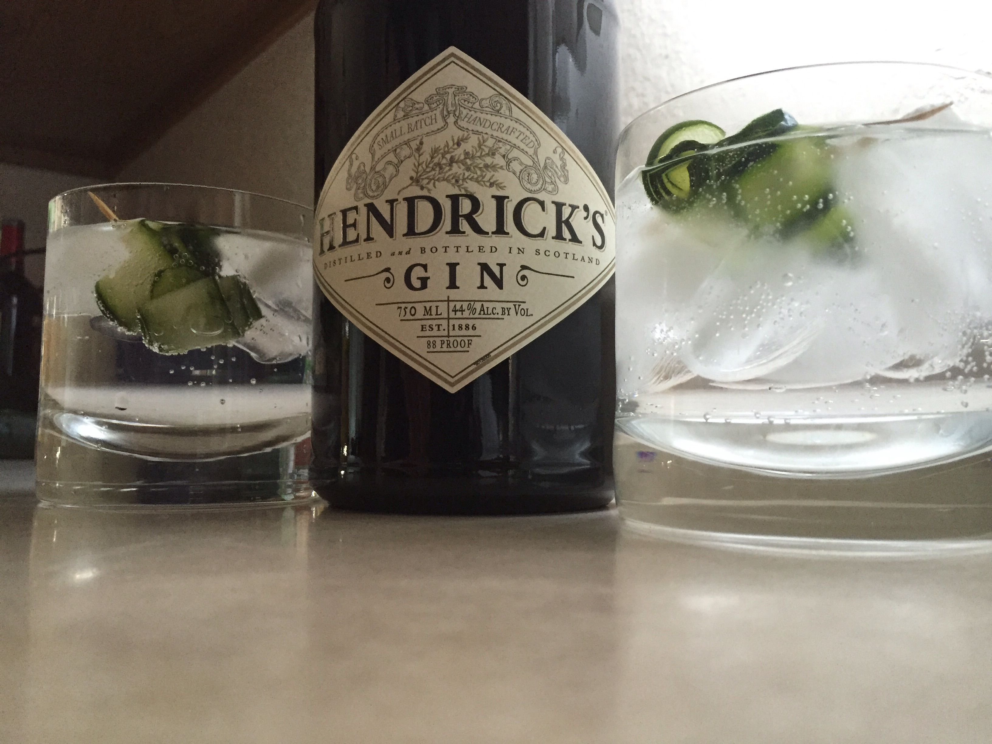 Hendricks gin& tonic with cucumber and black pepper