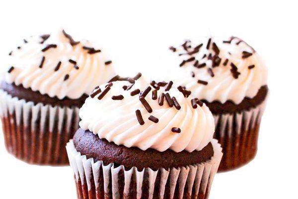 Sarkara Sweets Vegan Cupcake Shop In Florida Ships Nationwide Vegan Cupcakes Delicious Vegan Recipes Cupcake Shops