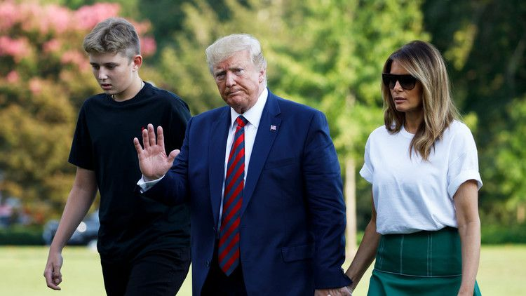 Barron Trump Height The Youngest Trump Son Is Growing Fast Splinter Young Trump White Tees First Lady Melania Trump