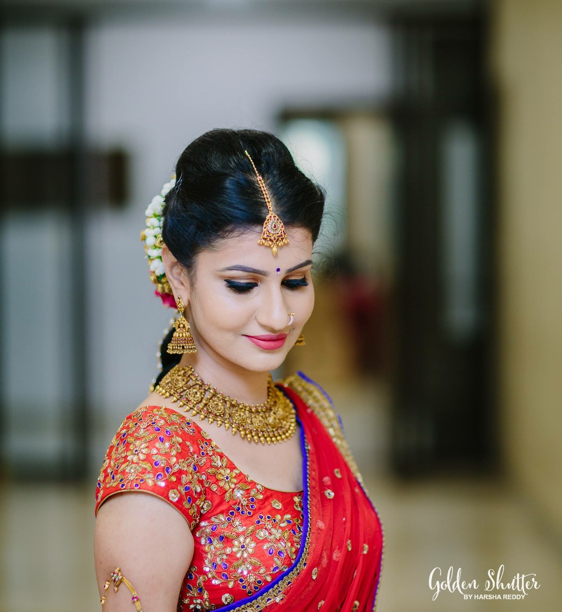 Kerala Wedding Hairstyles For Big Face: South Indian Bride. Gold Indian Bridal Jewelry.Temple