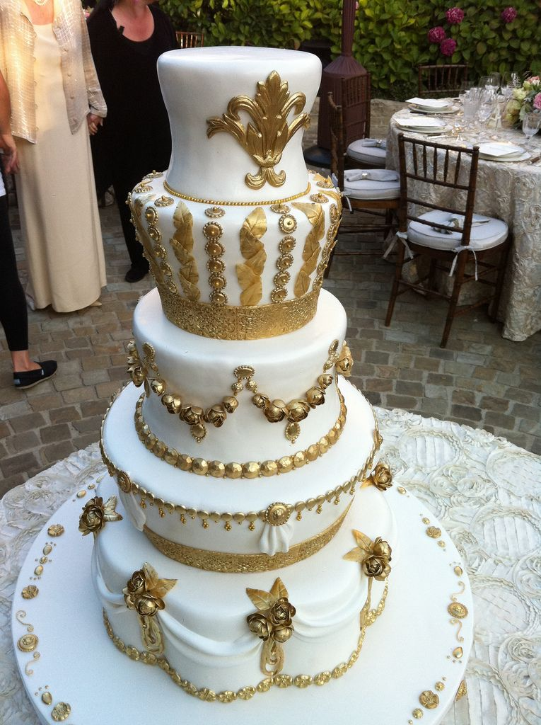 gold and white wedding cake | wedding cakes | Pinterest | Wedding ...