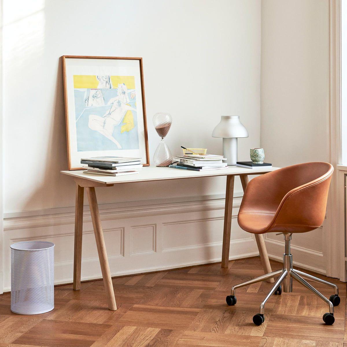 Arbeitsecke Einrichten Connox Magazine In 2020 Polsterstuhl Platzsparender Tisch Schreibtisch Im Schlafzimmer
