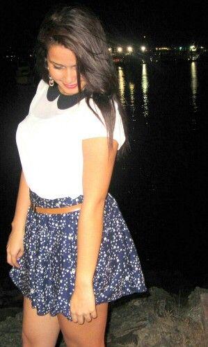Blue skirt khaki belt and white blouse / blusa blanca correa khaki y falda azul<3