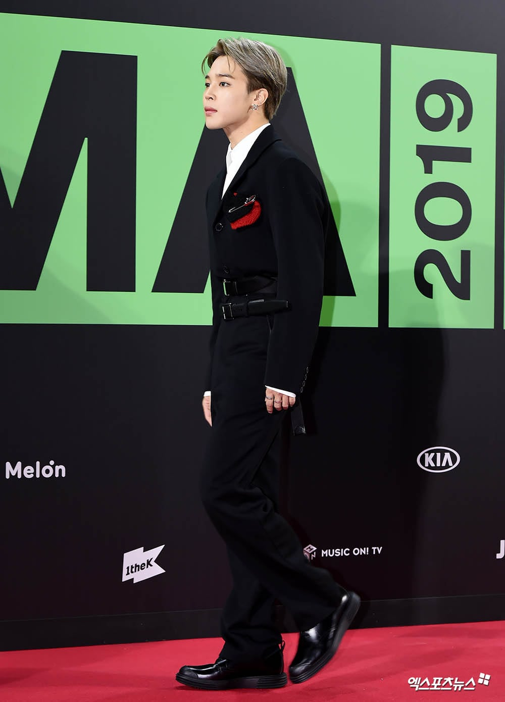All The Red Carpet Looks From The Melon Music Awards 2019 Soompi Music Awards Music Mma 2019