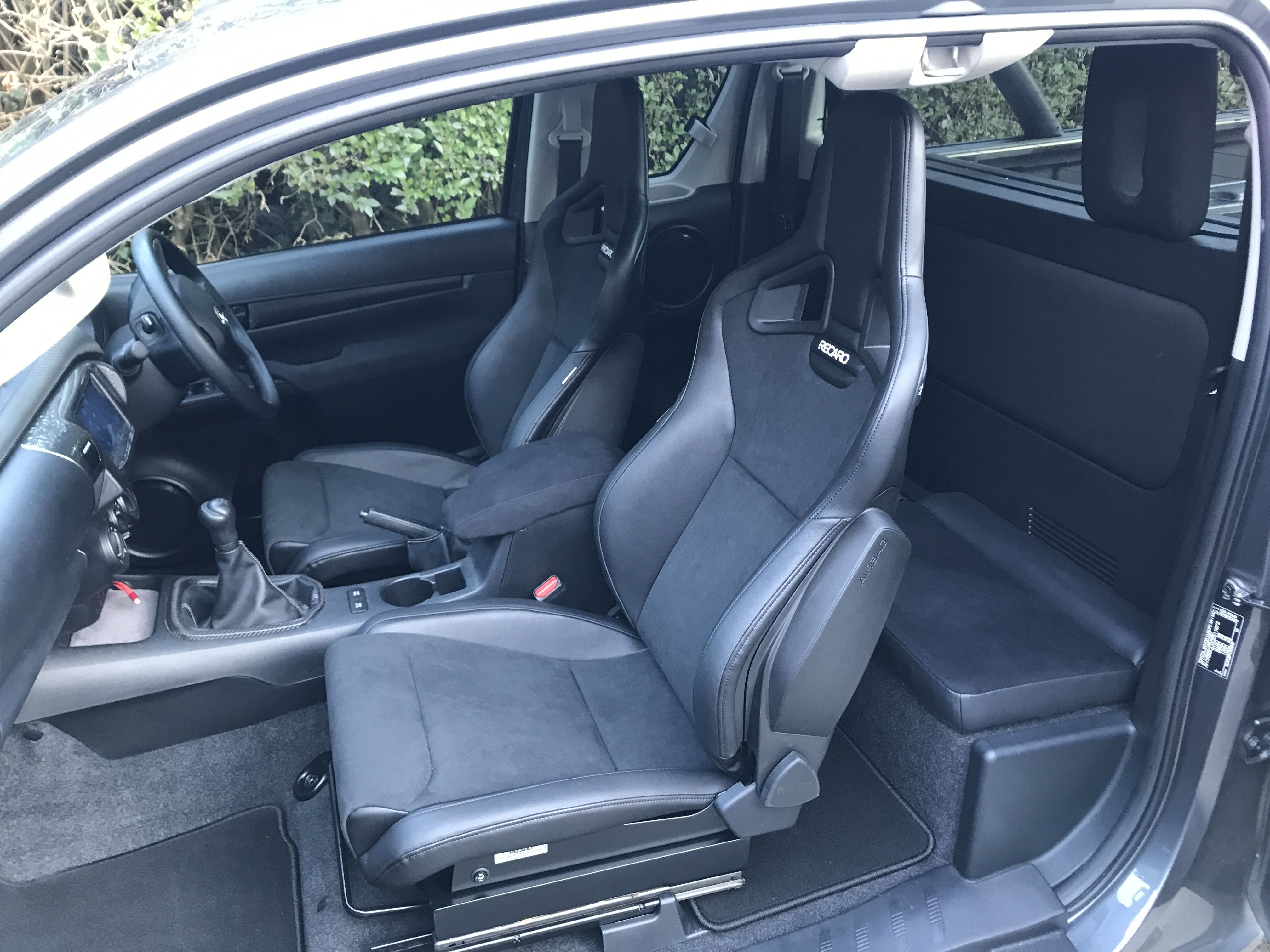 40e1e9014fc We supplied these stunning Recaro Sportster CS seats with airbags to be  fitted in our customers Toyota Hilux. What a result!