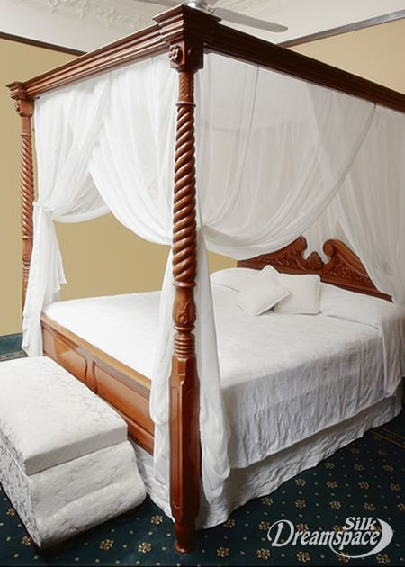 Elegant 4 Poster Bed Canopy