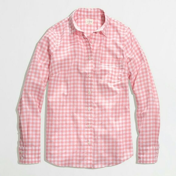 Jcrew Perfect shirt in pink gingham Size XXS Jcrew Perfect shirt Pink gingham Size XXS J. Crew Tops Button Down Shirts