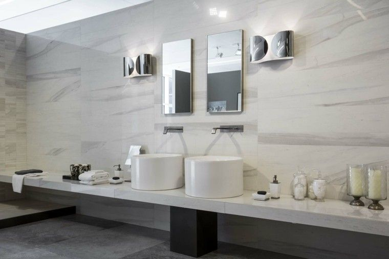 Ba o moderno color blanco 760 506 for Revestimiento bano moderno